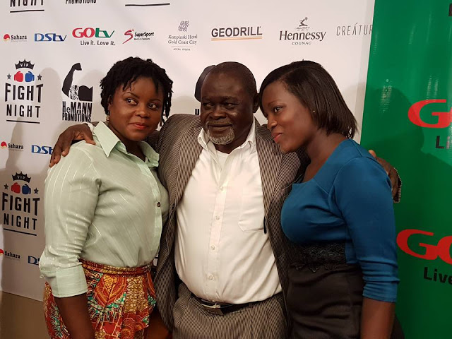 Legend: Azumah flanked by some beautiful Ghanaian journalists