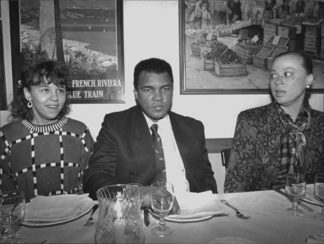 The Greatest, Muhammad Ali met with journalists in Ristorante Giallo, Milan to celebrate his 50th birthday that occured a few weeks later. Photo/Perrucci. La Gazzetta dello Sport/ Corriere della Sera